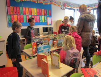 Gezellige drukte kinderboekenmarkt De Regenboog