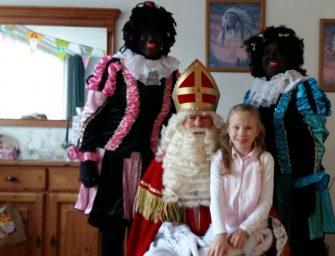 Sinterklaas bezoekt winnares kleurwedstrijd