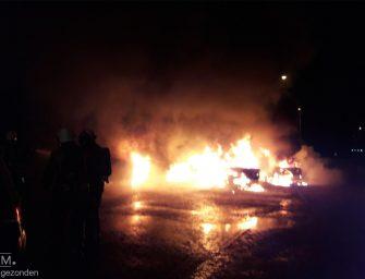 Drie auto's branden uit bij carpoolplaats A12 in Waarder