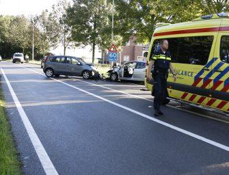 Frontale aanrijding twee personenauto's in Bodegraven