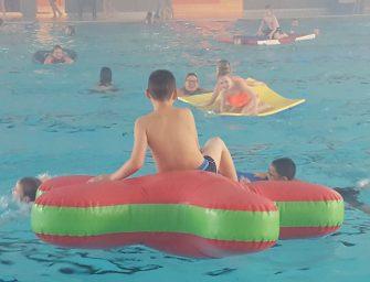 Discozwemmen voor Junis en De Drie Ballonnen kinderen in Aquarijn