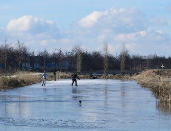 Eerste schaatsers op het ijs in Bodegraven