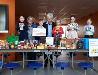 Pr. Beatrixschool zamelt in voor de Voedselbank