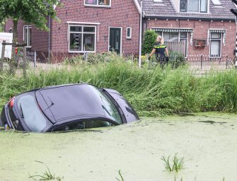 Auto te water in Bodegraven