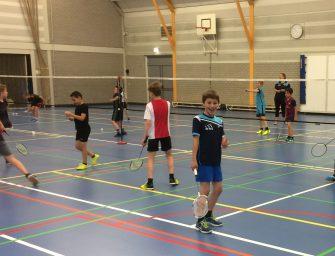 Badminton clinic op basisscholen in Bodegraven-Reeuwijk