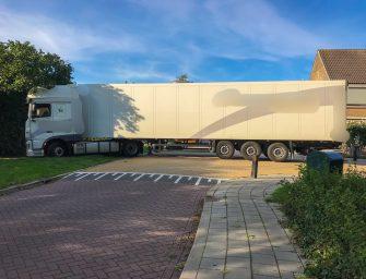 Vrachtwagen rijdt zich vast in Bodegraven
