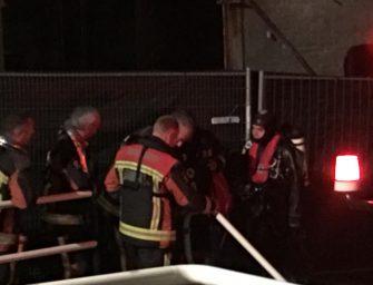 Poes ontsnapt uit afvoerpijp in de Brugstraat in Bodegraven