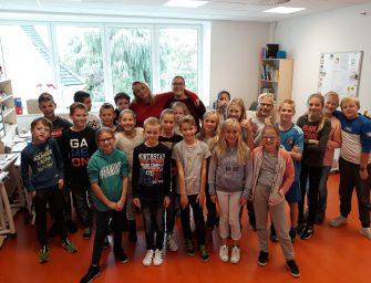 Willem Wever op bezoek Pr. Beatrixschool