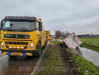 Vrachtwagen te water in Waarder