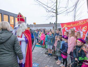 Daar is Sinterklaas op de Prinses Beatrixschool in Bodegraven