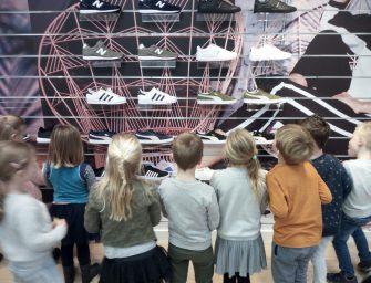 IKC Schatrijk neemt kijkje bij  schoenenwinkel van Keeken in Bodegraven