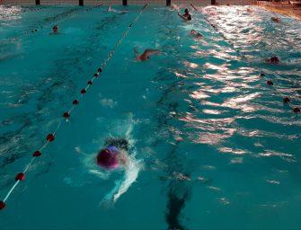 Disco-sponsorzwemmen geslaagd evenement door synchroonzwemsters BZ&PC