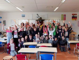 Regenboog in Reeuwijk-Brug wint eerste Zwerfafvalchallenge bokaal