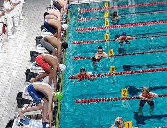 BZ&PC zwemt tijdens NJJK in Eindhoven