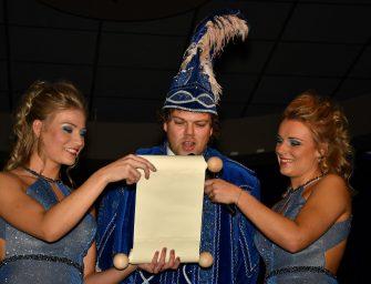 Onthulling nieuwe Prins Pliek en hofdames Mandy en Laura van Leeuwen