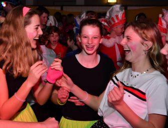 Jongeren en ouderen openen carnavalsweekend in Reedeurp