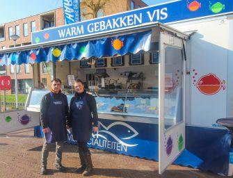 21-jarige Nikki verkoopt vrijdag en zaterdag vis op de Vromade in Bodegraven