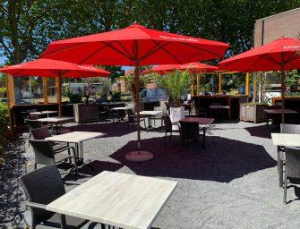 Café Bistro 't Wapen: Opluchting en parkeerterrein als terras