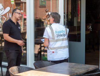 Rode Kruis deelt flyers uit bij Horeca in Bodegraven