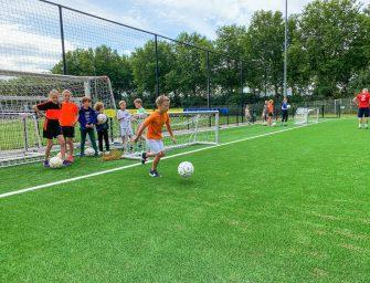 Kinderen sporten er op los tijdens de Sportweek van Buurtsportcoaches!
