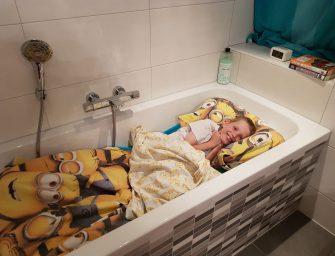 Koen (10) haalt 610 euro op voor KiKa met 24 uur-challenge in de badkamer